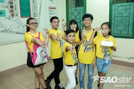 Hoc tro The Voice Kids 2016 chay het minh trong dem Liveshow dang cap cua Dong Nhi - Anh 4