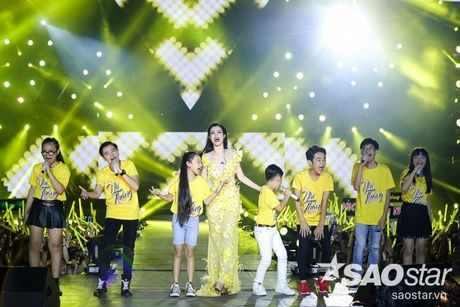 Hoc tro The Voice Kids 2016 chay het minh trong dem Liveshow dang cap cua Dong Nhi - Anh 6