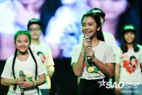 Noo Phuoc Thinh cam dong suyt khoc truoc mon qua dac biet cua Top 6 The Voice Kids va cac fan - Anh 11