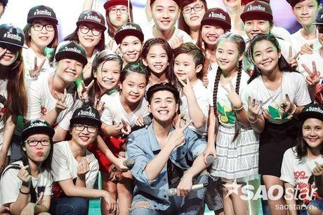Noo Phuoc Thinh cam dong suyt khoc truoc mon qua dac biet cua Top 6 The Voice Kids va cac fan - Anh 15