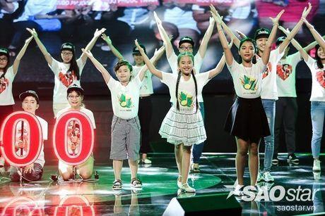 Noo Phuoc Thinh cam dong suyt khoc truoc mon qua dac biet cua Top 6 The Voice Kids va cac fan - Anh 3