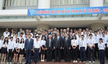 Chu tich Nuoc Tran Dai Quang tro chuyen voi sinh vien Dai hoc Quoc gia TPHCM - Anh 1