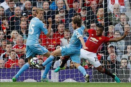 "Herrera: ""Dang le ra M.U da thang Stoke 7-0"" - Anh 1"