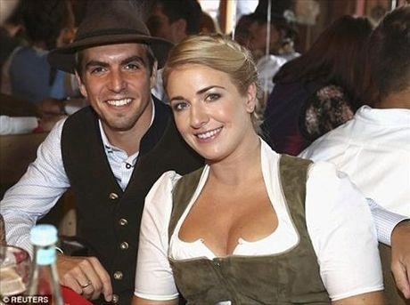 Dan sao Bayern Munich dua bo xinh, vo dep du le hoi bia Oktoberfest - Anh 13