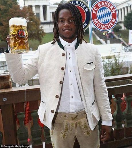 Dan sao Bayern Munich dua bo xinh, vo dep du le hoi bia Oktoberfest - Anh 14