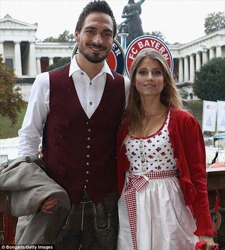 Dan sao Bayern Munich dua bo xinh, vo dep du le hoi bia Oktoberfest - Anh 4