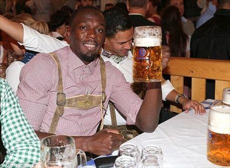 Dan sao Bayern Munich dua bo xinh, vo dep du le hoi bia Oktoberfest - Anh 7
