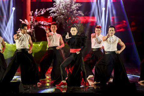 Vang mat dem mo man, Noo Phuoc Thinh xuat hien an tuong trong dem thu hai cua liveshow Dam Vinh Hung - Anh 19