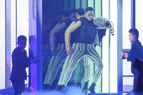 Man catwalk bi che tham hoa o chung ket Next Top Model - Anh 11