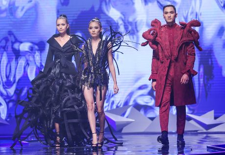 Man catwalk bi che tham hoa o chung ket Next Top Model - Anh 12