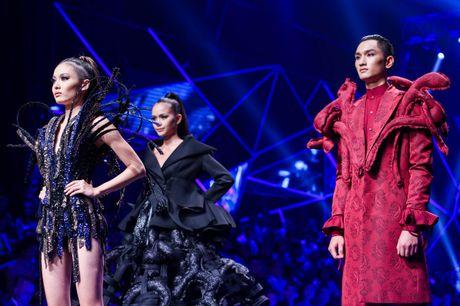 Man catwalk bi che tham hoa o chung ket Next Top Model - Anh 13