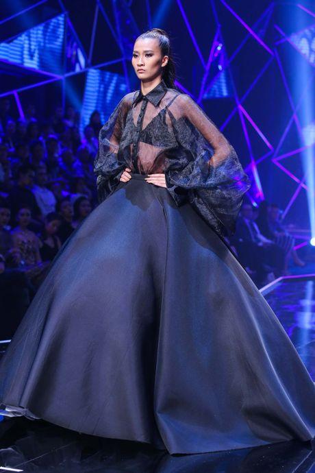 Man catwalk bi che tham hoa o chung ket Next Top Model - Anh 2
