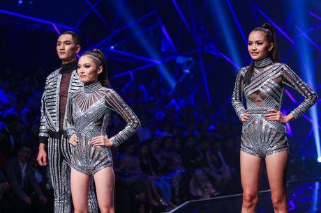 Man catwalk bi che tham hoa o chung ket Next Top Model - Anh 7