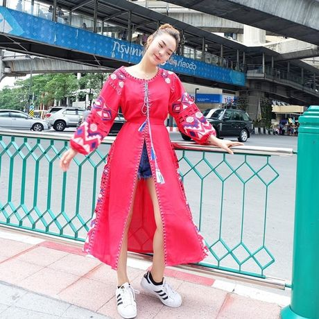 Thanh Hang lang xe ao khoac mua thu, Toc Tien 'ru' Luu Huong Giang dien do dong dieu - Anh 12