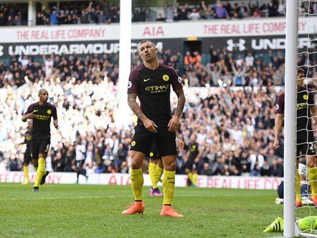 Man City thua Tottenham, Pep da nem du 'mui cay dang' - Anh 1