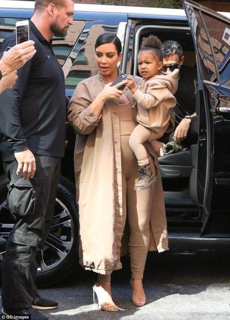 Kim Kardashian vo bi cuop danh bong ten tuoi? - Anh 1