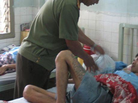 Anh cong bo co the chua khoi HIV: 'Khong moi' - Anh 1