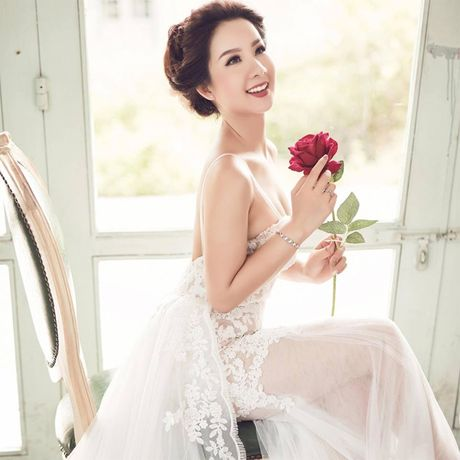 Hoa khoi Thu Ha goi cam tung cm khi lam co dau - Anh 1