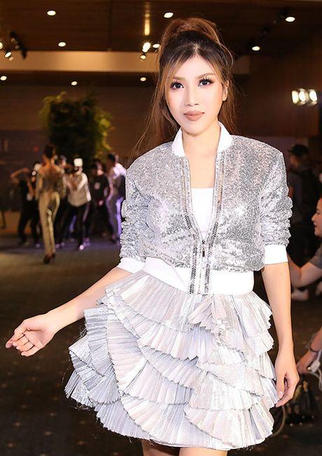 Trang Phap gay soc voi guong mat khong the nhan ra - Anh 1