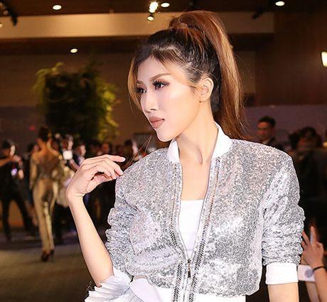 Trang Phap gay soc voi guong mat khong the nhan ra - Anh 2