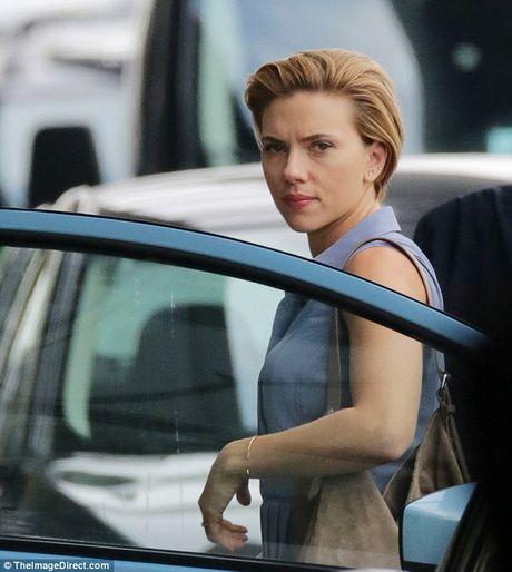 Scarlett Johansson deo do choi tinh duc tren dau - Anh 3