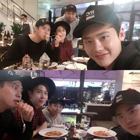 Sao Han 4/10: Bo Gum 'pha dam' Yoo Jung, Lee Jun Ki ha hoc gia vo ngu - Anh 5