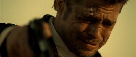 Brad Pitt khoc moi ngay ke tu khi Angelina Jolie de don ly hon - Anh 1