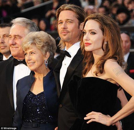 Brad Pitt khoc moi ngay ke tu khi Angelina Jolie de don ly hon - Anh 2