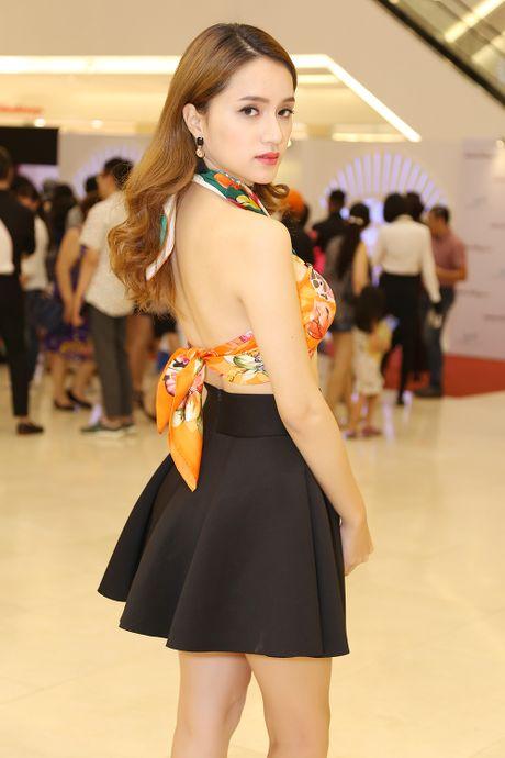 Huong Giang Idol choi troi khi quan khan lam ao di su kien - Anh 3
