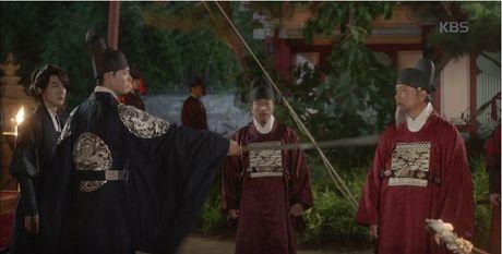 May hoa anh trang tap 13: Kim Yoo Jung trao nguoi yeu nu hon tu biet - Anh 12