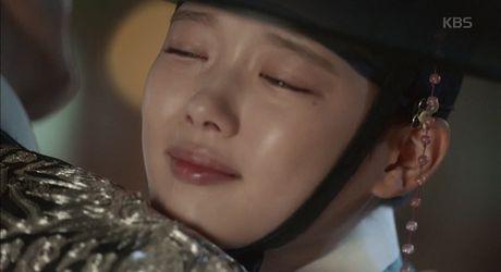 May hoa anh trang tap 13: Kim Yoo Jung trao nguoi yeu nu hon tu biet - Anh 1