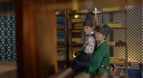 May hoa anh trang tap 13: Kim Yoo Jung trao nguoi yeu nu hon tu biet - Anh 5