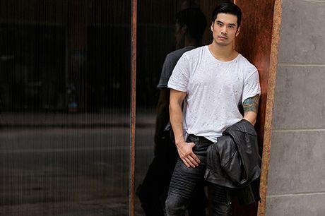 Soai ca Thien Nguyen ca tinh voi trang phuc den - Anh 10