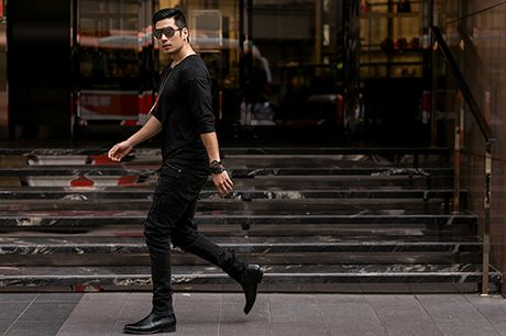 Soai ca Thien Nguyen ca tinh voi trang phuc den - Anh 1