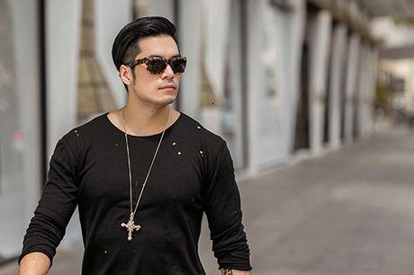Soai ca Thien Nguyen ca tinh voi trang phuc den - Anh 7