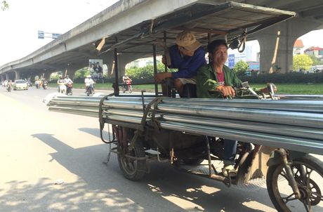 'Hung than' xe ba banh van bua vay Ha Noi - Anh 2
