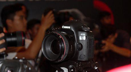 Canon sap ban sieu may anh EOS 5D Mark IV tai Viet Nam - Anh 1