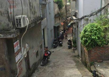 Hoang hot phat hien vat nghi min dat truoc cua nha dan o Ha Noi - Anh 1