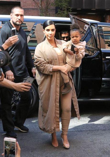 Day la cach giup Kim Kardashian thoat chet trong vu cuop kinh hoang - Anh 2