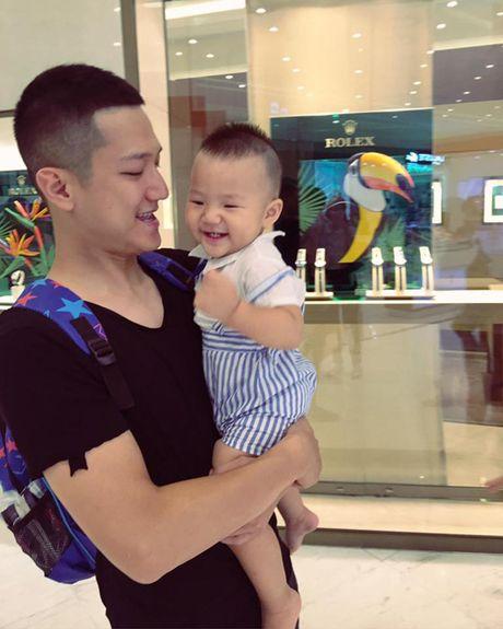 Sau ly hon, Chi Nhan lien tuc chia se anh cham soc con trai - Anh 4