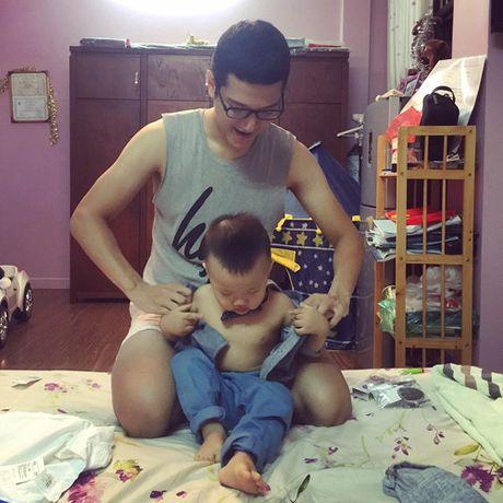 Sau ly hon, Chi Nhan lien tuc chia se anh cham soc con trai - Anh 7