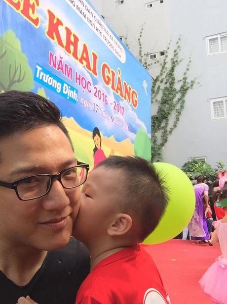 Sau ly hon, Chi Nhan lien tuc chia se anh cham soc con trai - Anh 9