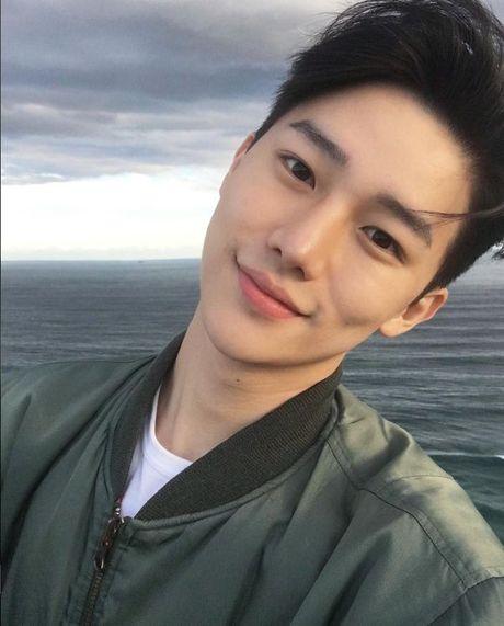 Hotboy hang khong Han Quoc khien anh chi em 'mat an mat ngu' - Anh 4