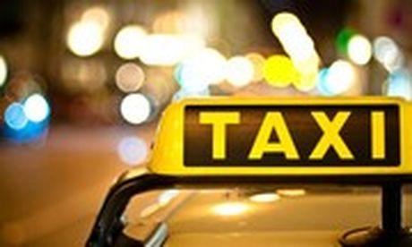 Xuat hien thu doan vo thue taxi va muon dien thoai roi bo tron - Anh 1