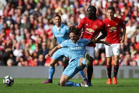 Goc M.U: Mourinho da tim ra bo tu ve hoan hao - Anh 1