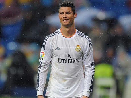 Ronaldo 'cong mong' di nhat bong trong tran dau cua con trai - Anh 6