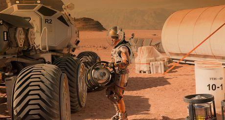 Tac gia cuon Nguoi Tro Ve Tu Sao Hoa - The Martian lai khong he muon len Sao Hoa cung Elon Musk - Anh 1