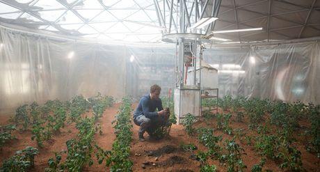 Tac gia cuon Nguoi Tro Ve Tu Sao Hoa - The Martian lai khong he muon len Sao Hoa cung Elon Musk - Anh 4