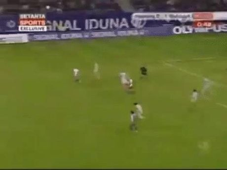 Xem nhung tinh huong HAI HUOC nhu trong game FIFA o ngoai doi thuc - Anh 4