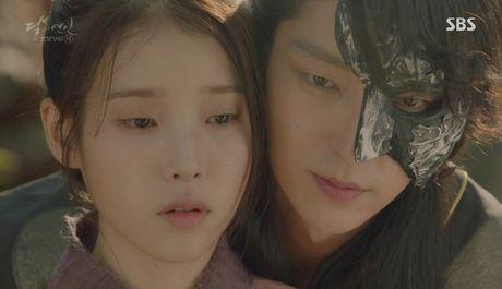 Khan gia sot ruot vi IU mai van chua yeu Lee Jun Ki - Anh 5